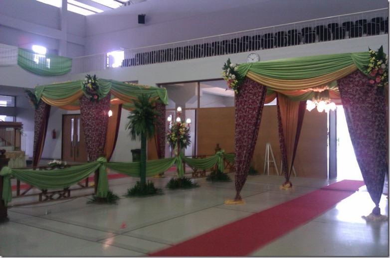 Resepsi Pernikahan Megah Nan Sederhana (3/6)