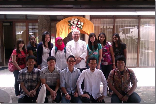 Foto bersama rektor dan teman dari Malaysia