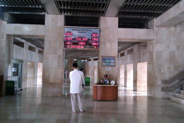 Lantai utama - koridor ke ruang utama