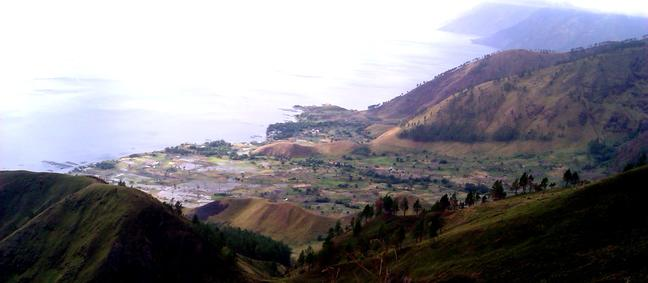 Danau Toba Bukit Satu Pohon - 02