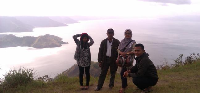 Danau Toba Bukit Satu Pohon - 03