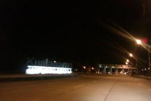 Gerbang depan bandara kualanamu di malam hari