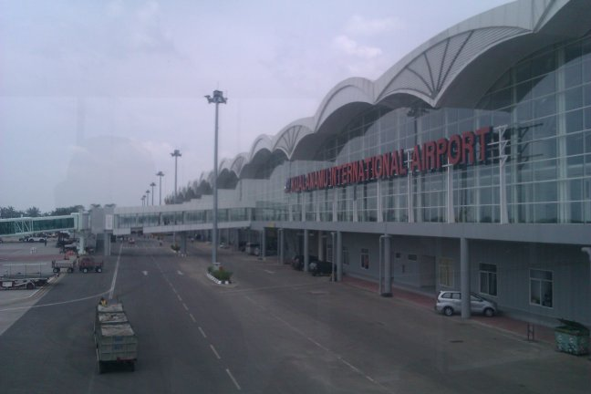 Tulisan Besar Kualanamu International Airport di Backend