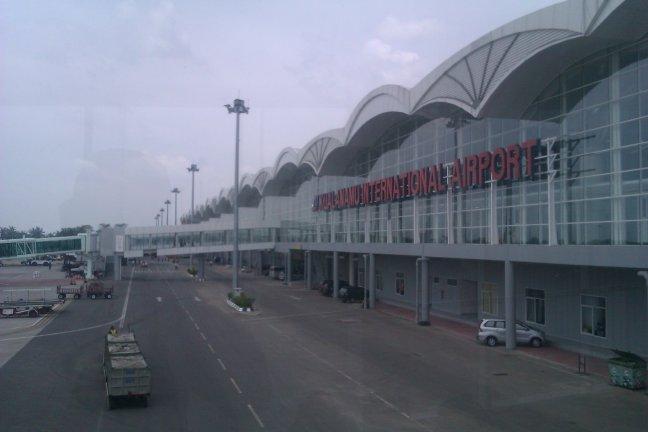 Tulisan Besar Kualanamu International Airport di Backend
