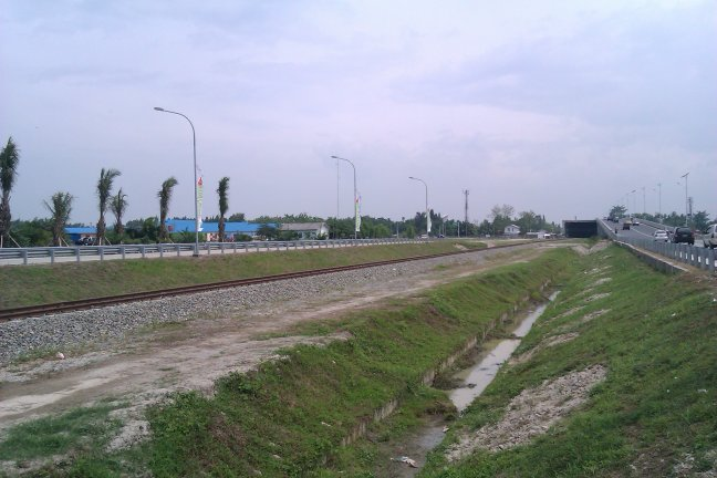Jalan Raya di Luar Gerbang Tol