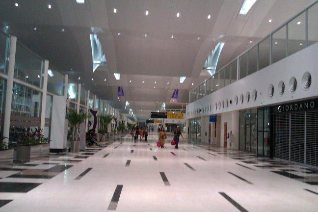 Koridor di depan gate
