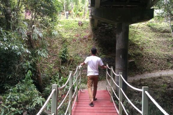 Jembatan di bawah jembatan