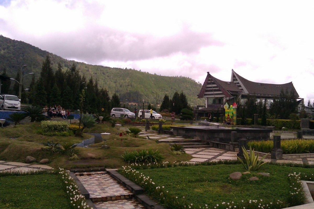 Berwisata dan Keliling Taman Simalem Resort | Menikmati Pemandangan Danau Toba