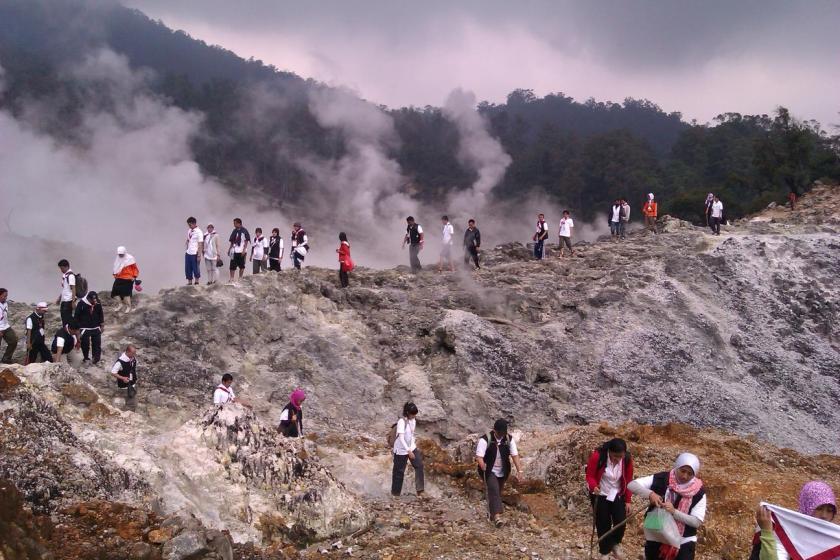 Rombongan Desa Bhinneka di Gunung Salak
