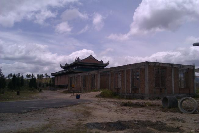 Kuil yang belum jadi