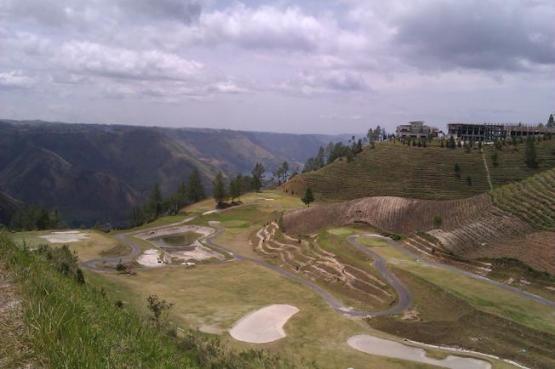 Lapangan Golf Kiri
