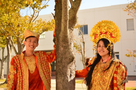 Potret di pohon memang seru