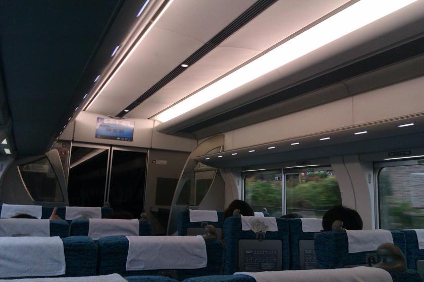 Di dalam kelas satu Meitetsu Train