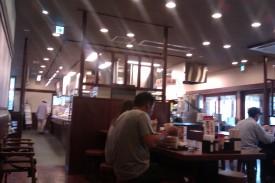 Suasana dalam warung udon