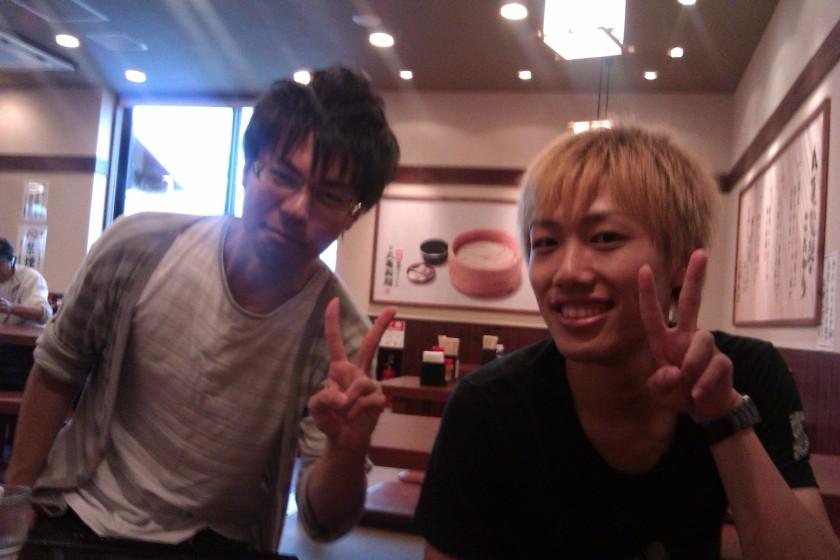 Yohei-san (pirang) dan Masanobu-san