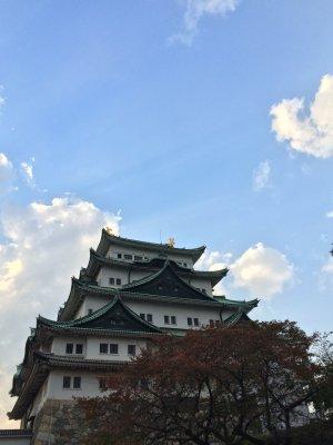 Kastil dan Langit Biru