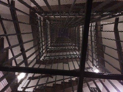 Tangga, dilihat dari bawah