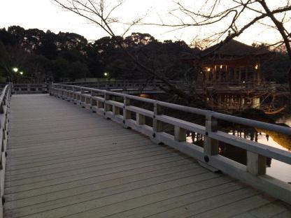 Balkon di tengah danau