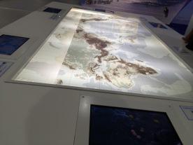 Peta dunia, layar sentuh