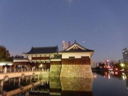 benteng-di-pinggir-parit-hiroshima-castle