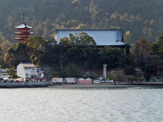 Itsukushima shrine dari kapal