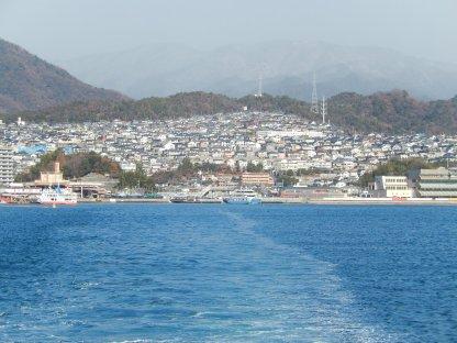 Kota Miyajimaguchi dari laut