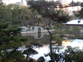 Shukkeien - Danau dan Jembatan dari Jauh