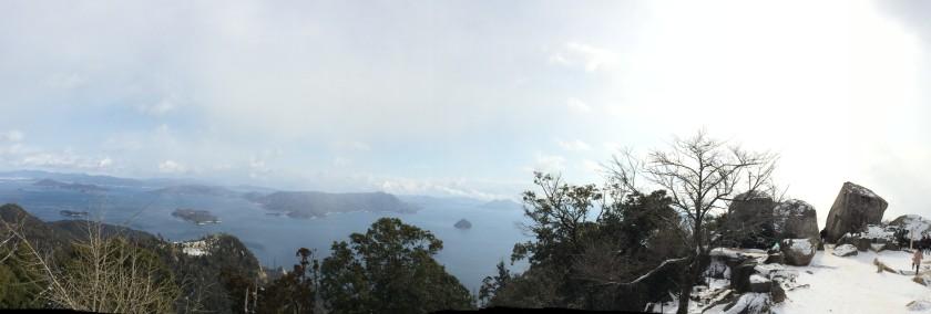 Dari atas bukit di Miyajima.JPG